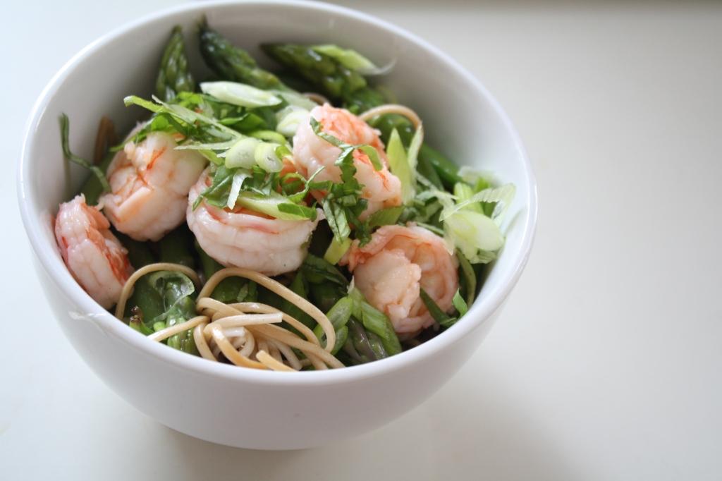 Soba, Asparagus & Prawn salad